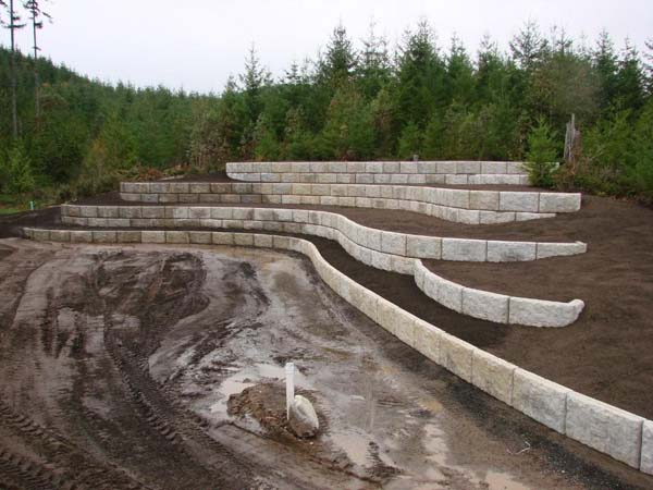 landscaped retaining wall